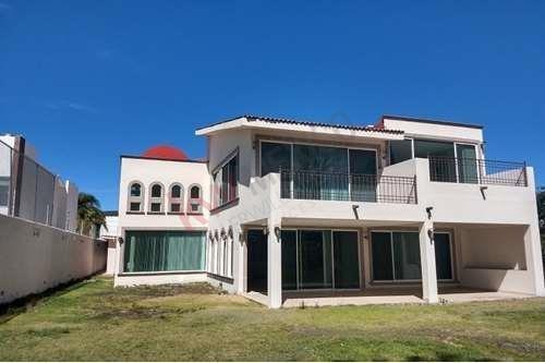 Casa En Venta Con Vista Al Campo De Golf En Villas Del Mesón Juriquilla, Queretaro.
