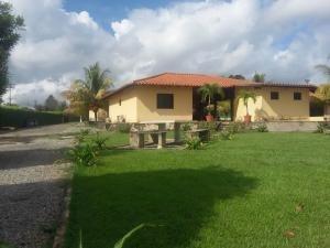 Casa En Venta En Safari Country Club Valencia18-12505 Valgo