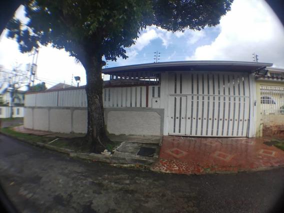Casa Esquinera De 4 Habitaciones Y 5 Baños