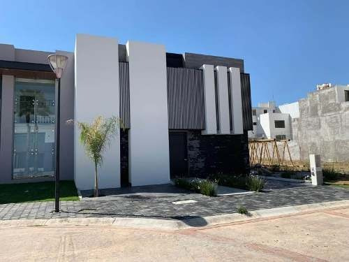 Casa Sola En Venta Zona Plateada, Residencial Dolores.