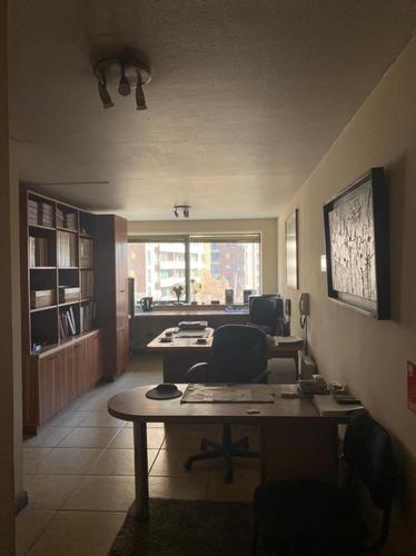 Arriendo Excelente Oficina Edificio Panorámico Providenci
