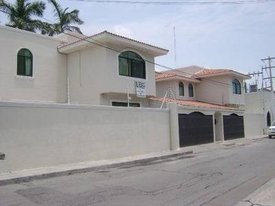 Gran Oportunidad!! 2 Casas En Venta En La Col. Centro, Terreno De 788 M2.