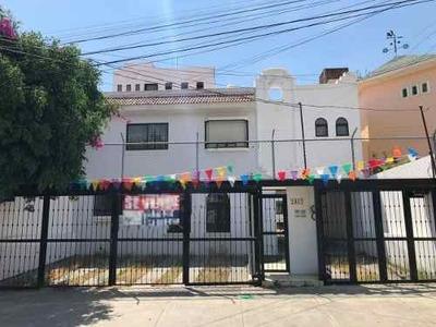 Residencia En Venta En Colomos Providencia