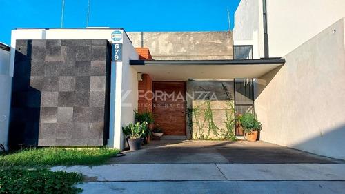 Imagen 1 de 10 de Casa En Venta En Loredo Residencial, En Colima