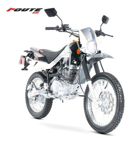 Imagen 1 de 7 de Motocicleta Carabela Route 125 Plata