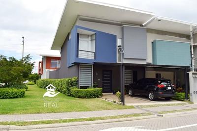 Se Vende Casa En San Pablo De Heredia En Condominio