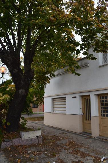 Casa De 3 Dormitorios En Venta En La Plata
