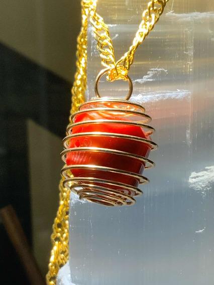 Dije Espiral Con Coral Rojo