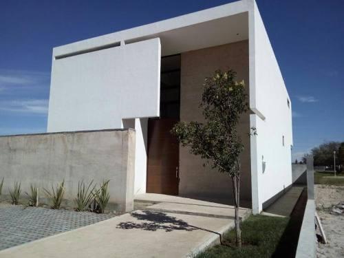 Casa En Venta En Hacienda El Refugio