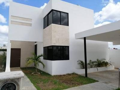 Casa En Venta Con Lote Adicional, Zona Norte Conkal, Yucatán
