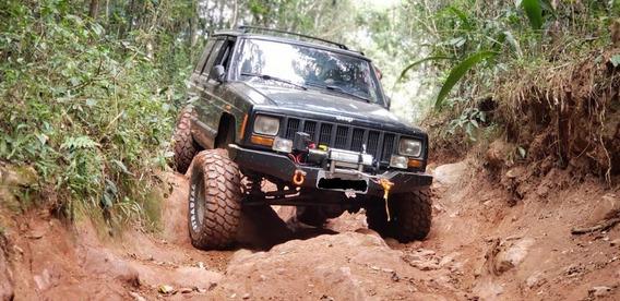 Jeep Cherokee Sport 4x4 Offroad Monster