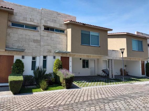 Hermosa Casa Dentro De Residencial Bien Ubicado.