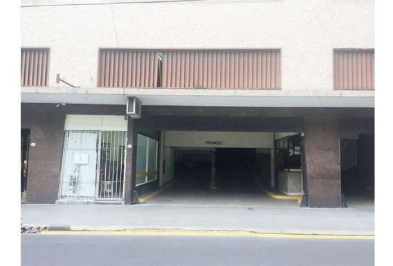 Venta Amplia Cochera Barrio Norte