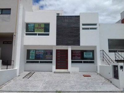 Bonita Casa En El Refugio T. 128 M2, C.160 Mt2, 3 Rec., Estudio, Sala De T.v. ¡