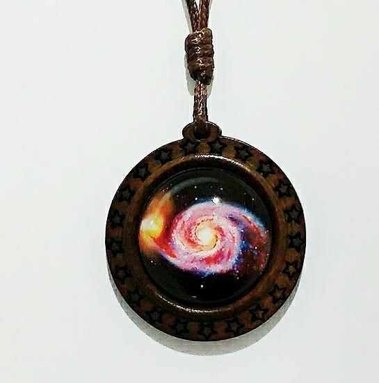 Colar Masculino Feminino Madeira Preto Galáxia Estrelas Pop