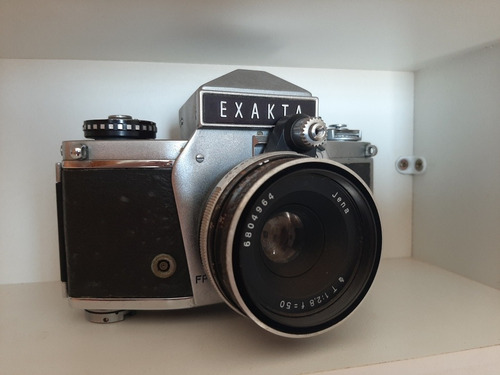 Câmera Antiga Exakta.