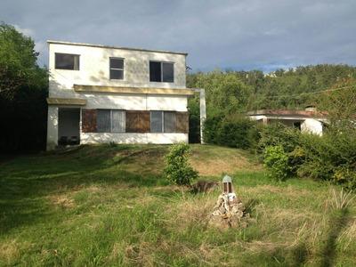 Amplia Casa Con 2 Plantas, 2 Baños, Jacuzzi, Jardin Y Pool.
