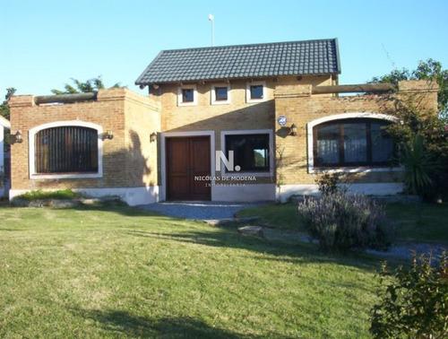 Casa En Pinares Con Vista Parcial Al Mar- Ref: 3807