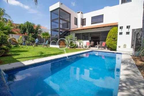 Residencia Con Alberca Y Jardín En La Recta A Cholula