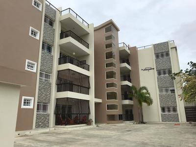 Apartamentos En Salcedo. Res. Los Almendros.