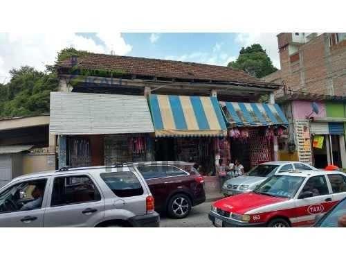 3 Locales Comerciales Con 2 Casas Centro Tuxpan Veracruz 573 M², Se Encuentra Ubicada En La Calle Garizurieta # 20 En Zona Comercial De La Colonia Centro, El Terreno Es De 573m² Y Cuenta Con 3 Locale