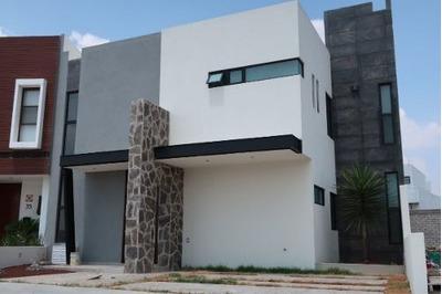 Preciosa Casa Nueva En Cañadas Del Lago, Estudio O 4ta Recámara, 3 Recs 3 Baños.