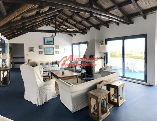 Casa A Pasos Del Puerto De Punta Del Este - 6 Dormitorios - Oportunidad- Ref: 5704