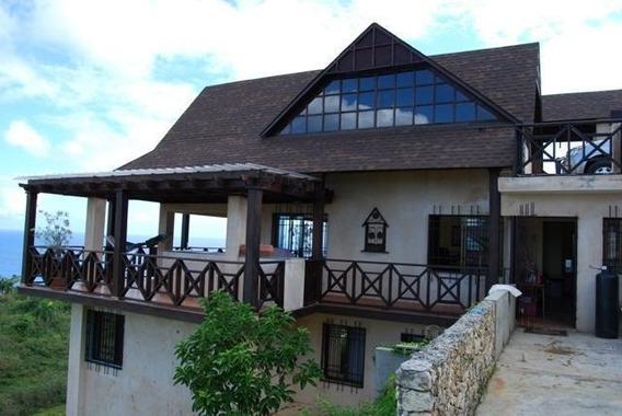 Hermosa Villa En Venta & Renta En Rio San Juan