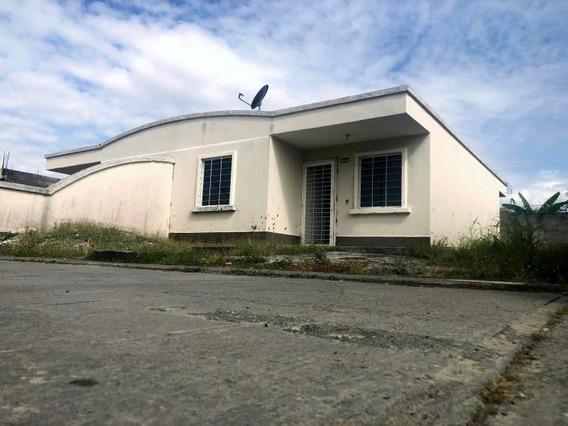 Casa En Venta Acarigua Portuguesa 20-6234 J&m 04121531221
