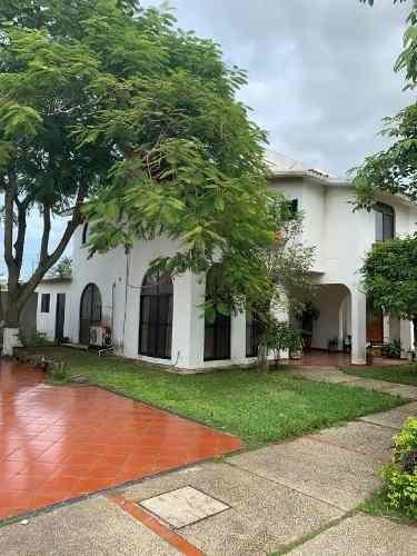 Casa En Renta, Fracc. Bugambilias, Coatzacoalcos, Ver.