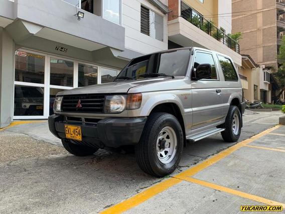 Mitsubishi Montero 2400 Full
