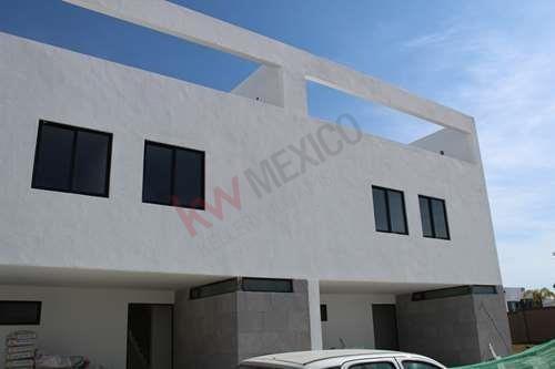 Espaciosa Casa En Venta En Cluster Sonora Lomas De Angelopolis