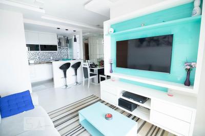 Apartamento No 15º Andar Mobiliado Com 2 Dormitórios E 2 Garagens - Id: 892930218 - 230218