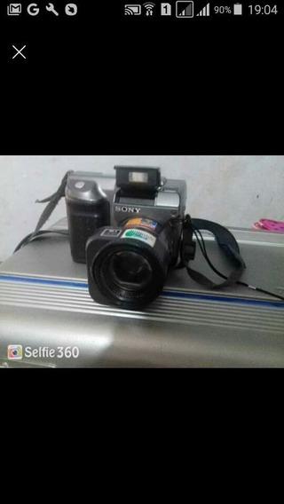 Duas Filmadoras Antigas Uma Panasonic E Uma Sony