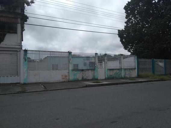 Amplia Casa En Venta En Acarigua #20-1055