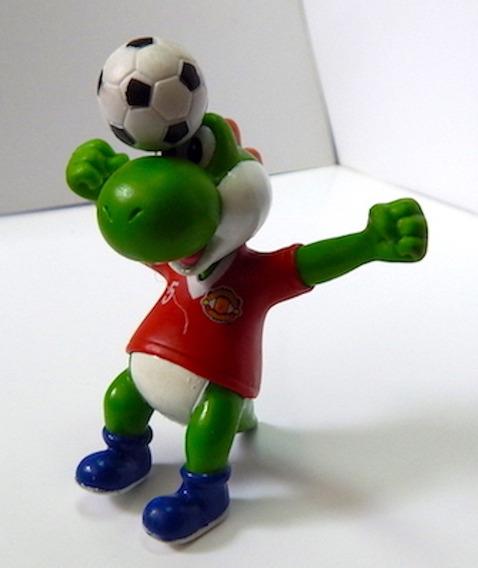Mario Bros Figura Gashapon Yoshi Rematando Manchester United