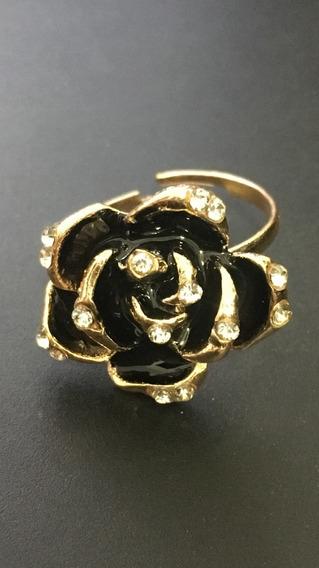 Anillo De Rosa Negra Esmaltado Con Zirconias Color Oro, Ajus