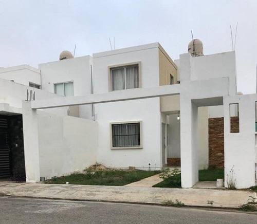 Casa En Renta En Merida, Gran San Pedro Cholul, Es De Dos Pisos