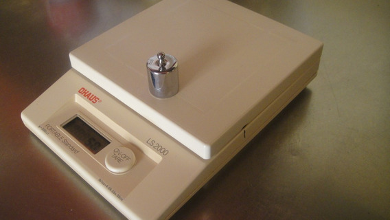 Balanza Ohaus Mod. Ls/2000-----2000 Gms. X 1 Gms.