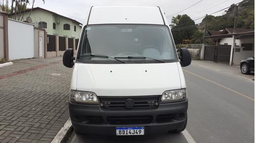 Imagem 1 de 13 de Uma Van De Turismo