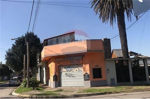 Casa En Venta A Reciclar Con Local Alquilado