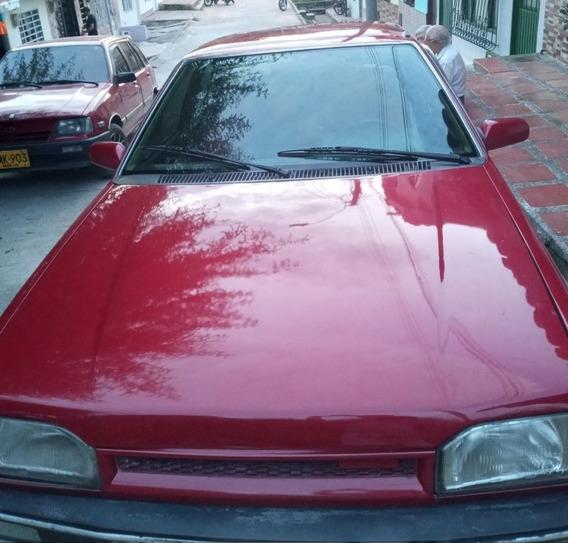 Mazda 323 .