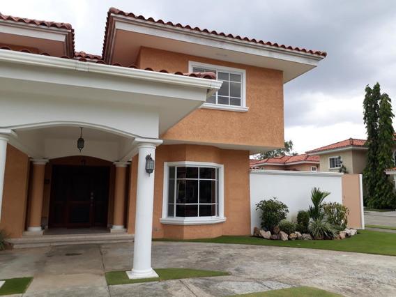 Casa En Venta Palmeras Del Este #19-245hel** En Costa Del Es