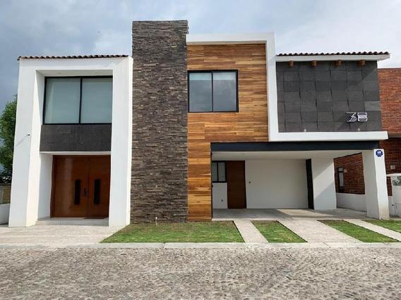 Casa En Venta En Exclusivo Residencial, Con Acabados De Lujo