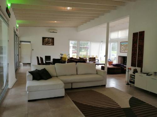 Casa En Punta Ballena - Barrio En Privado De 3 Dormitorios 2 Baños Y Piscina. Consulte!!!!!!!- Ref: 2321