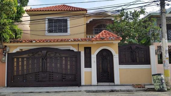 Hermosa Casa En Mirador Del Este. 2 Niveles ,3 Habitaciones