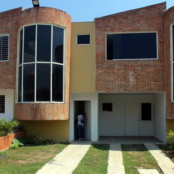 Bello Townhouse En Sabana Del Medio San Diego Mg