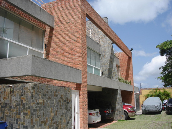 Town House En Venta Alto Hatillo Mls #20-18116