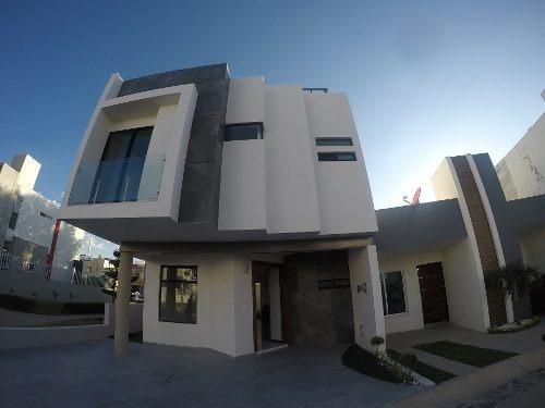Hermosa Residencia Altavista Residencial