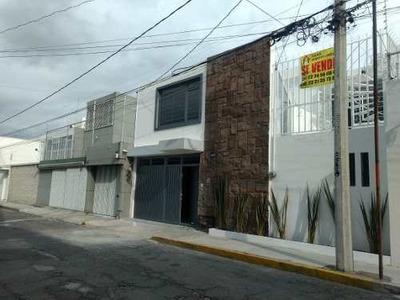 Se Vende Preciosa Casa A 2 Calles De Plaza Dorad Con Jardin